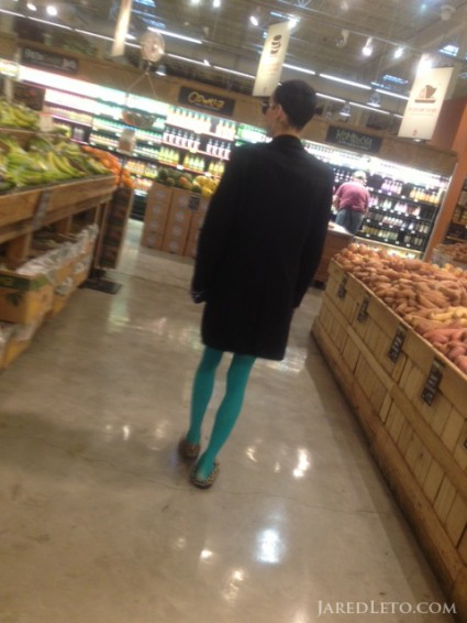 jared-leto-shopping-w-rayon-