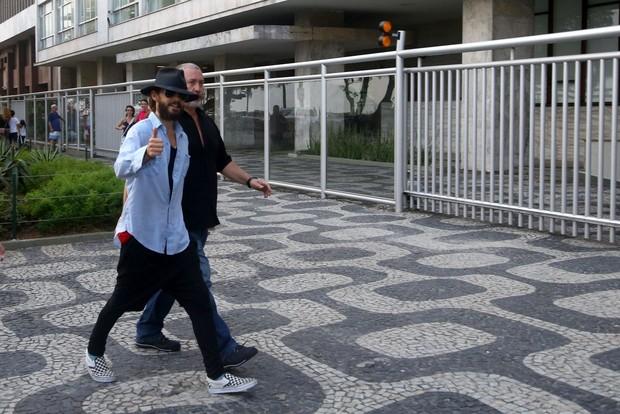 Jared Leto camina por el paseo de Ipanema, en Rio, con su hermano4