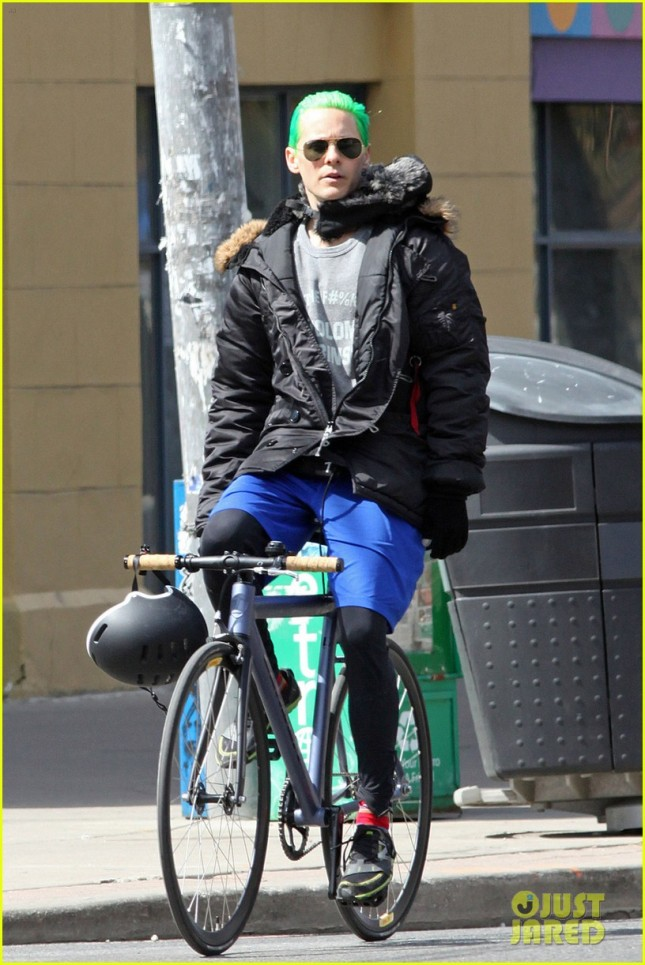 jared-letos-green-hair-is-slicked-back-bike-ride-04