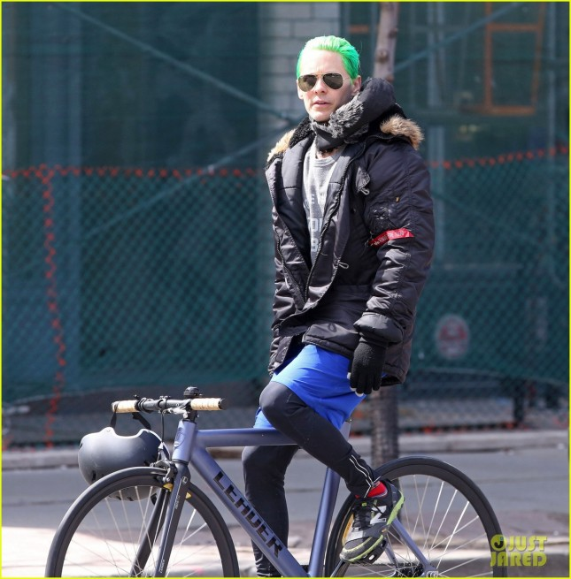 jared-letos-green-hair-is-slicked-back-bike-ride-05