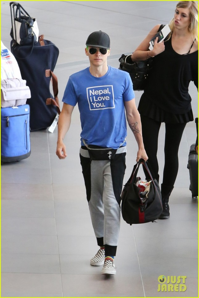 """Jared Leto catches a flight with Green Hair & wears a Fanny Pack after filming """"Suicide Squad"""" in Toronto"""